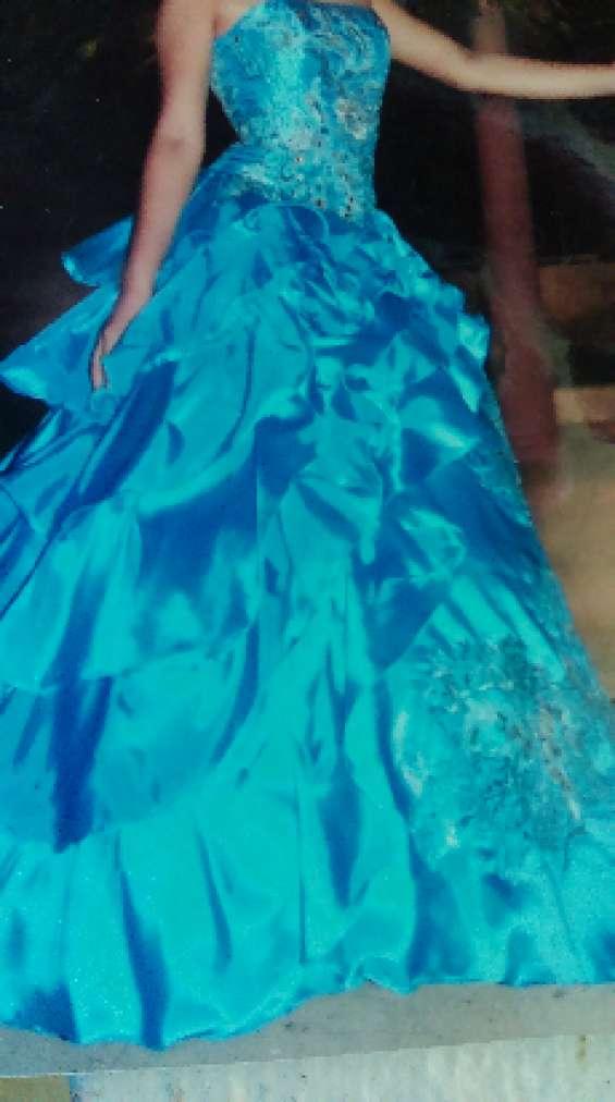 Traje azul para quinceañero o boda