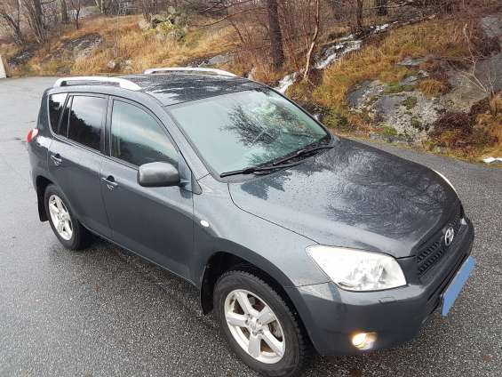 Toyota rav4 2,0 vvti executive