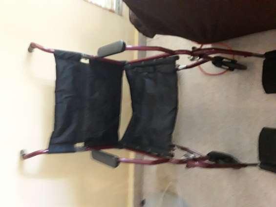 Vendo silla de ruedas en buenas condiciones se encuentra en mayaguez
